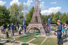 Du golf sous la Tour Eiffel miniature