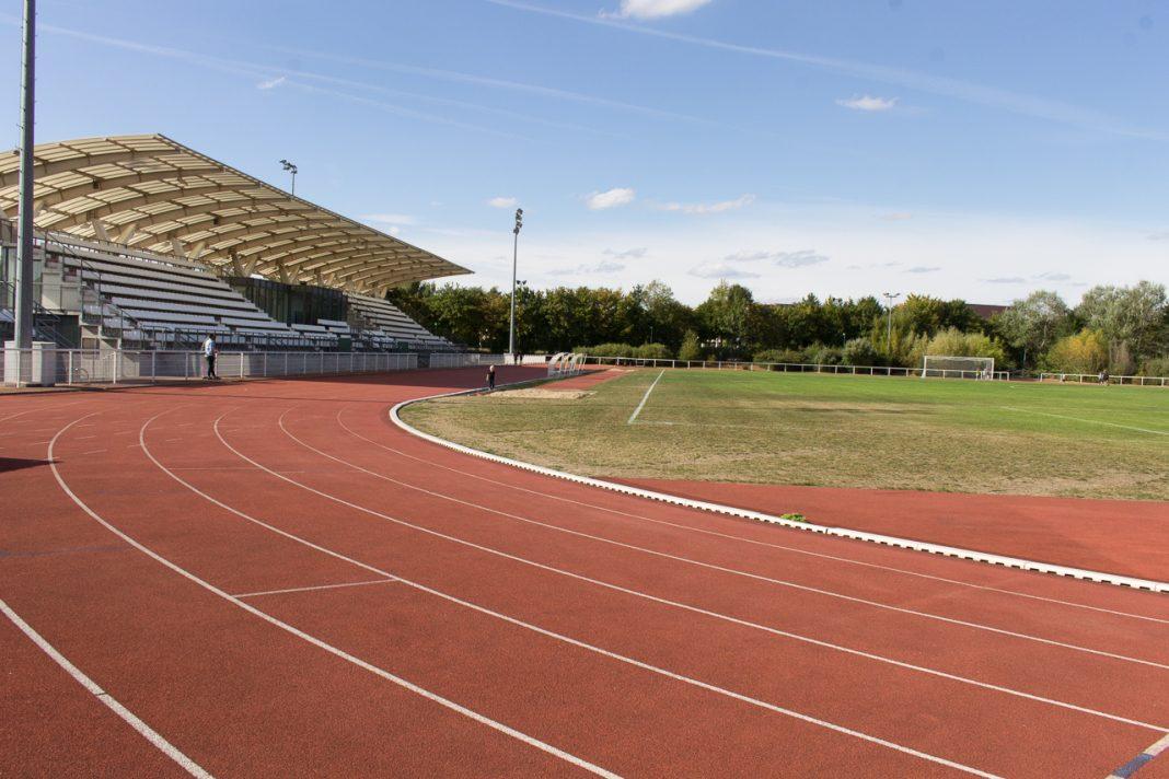 Montigny le bretonneux le stade de la couldre va se - Piscine de montigny le bretonneux ...