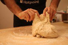 Un atelier pain avant les Ripailles