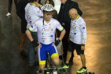 Il bat un record sous assistance respiratoire au Vélodrome national