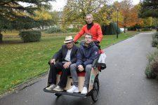 Des balades en triporteur pour les personnes âgées