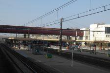 5528f234b1f ... Plaisir · Un homme se jette sous un train en gare de Montigny-  le-Bretonneux