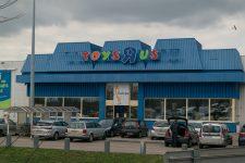 Deux hommes tentent d'escroquer le magasin Toys R Us avec des faux papiers