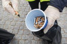 Des mégots par centaines ramassés dans les rues