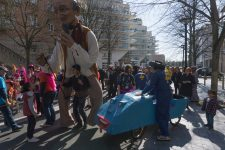 Un curieux défilé à l'Espace Saint-Quentin