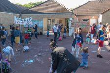 Blocage symbolique de l'école Daudet contre la fermeture d'une classe