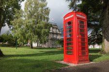 Une cabine téléphonique anglaise en guise de boite à livres