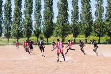 Les migrants mineurs tentent de s'intégrer par le foot