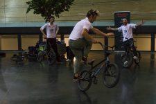 Le BMX acrobatique en démonstration au Vélodrome