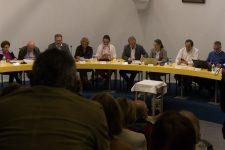 La majorité éclate en deux groupes lors d'un conseil municipal sous tension