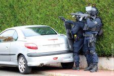 Le Raid intervient pour déloger un homme barricadé chez lui