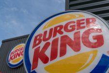 Un mandat d'arrêt pour quatre voleurs de cartes bleuesdans les fast-foods