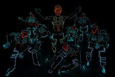 Une chorégraphie hip hop d'effets lumineux à l'espace Coluche