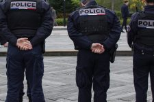 Trois hommes se font passer pour la police et dérobent deux voitures