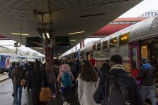 Un mois après, comment les voyageurs se sont habitués à la grève dans les transports ?