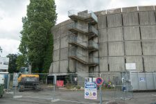 La démolition du silo a commencé