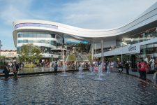 Le nouveau centre commercial, Mon grand Plaisir, a ouvert