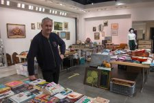 Une boutique solidaire Emmaüs ouvre dans la galerie d'Auchan