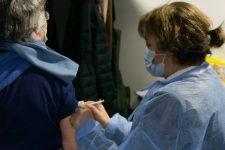 Covid-19: au cœur de la première semaine de vaccination au Vélodrome
